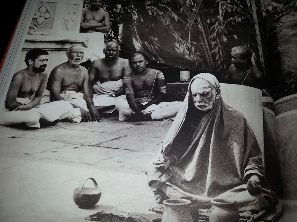 Glimpse of Maha Periyava Doing His Oru Mani Japam…
