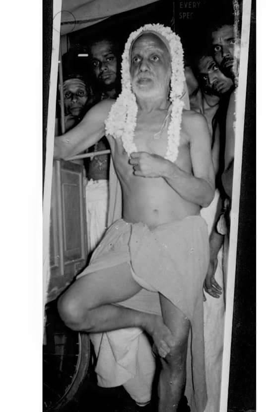 Periyava with one leg up